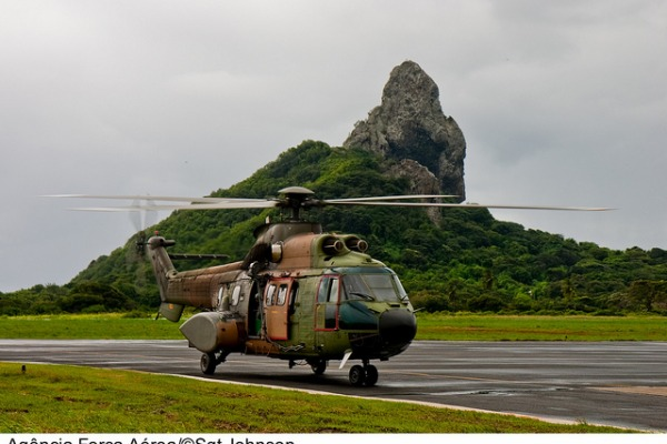 H-34 Super Puma em Fernando de Noronha  Sgt Johnson Barros / Agência Força Aérea