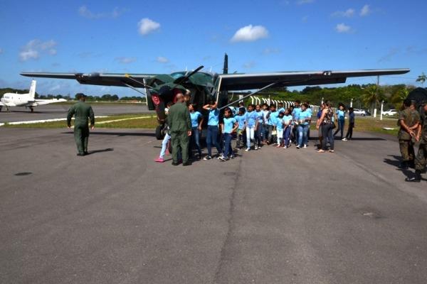 Estudantes aprenderam como podem ajudar os aeronavegantes a trabalhar com segurança