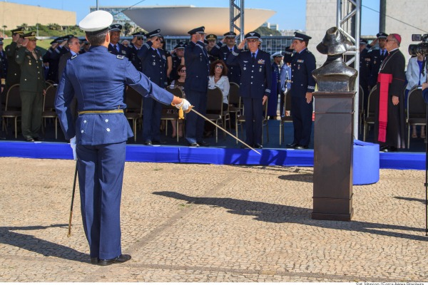 Busto de Santos Dumont presente na solenidade  Sargento Johnson Barros / Agência Força Aérea