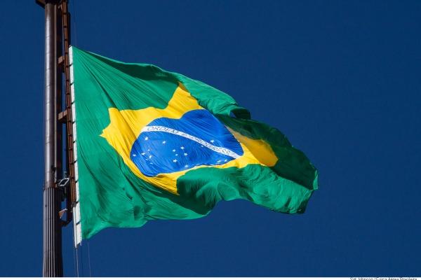 Comando da Aeronáutica realizou a troca da bandeira na Praça dos Três Poderes, em Brasília