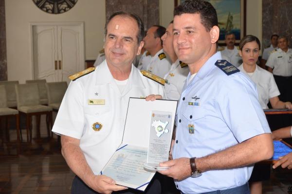 Unidade efetuou o maior número de contatos com navios mercantes dentro da área de responsabilidade do Brasil