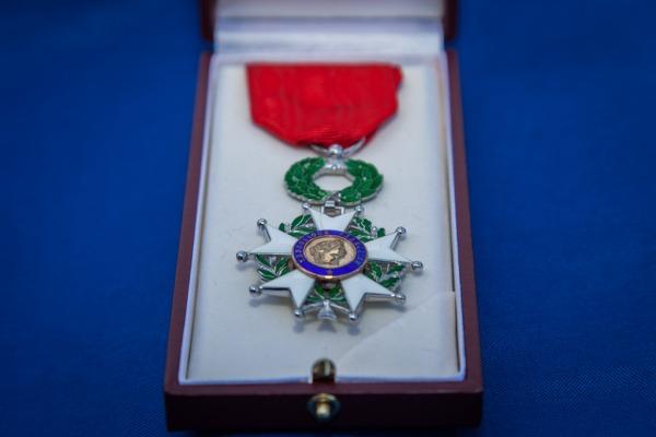 A homenagem foi prestada na cerimônia de entrega da medalha Santos-Dumont no RJ