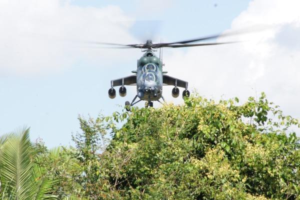 Unidade equipada com helicópteros AH-2 Sabre retomou os exercícios de voos a baixíssima altura