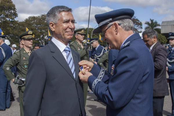 Solenidade realizada nesta segunda (20/07) na Base Aérea de Brasília condecorou 178 civis e militares