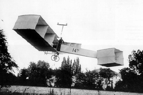 Primeiro avião da história surgiu após inventor estimar a potência necessária para a decolagem