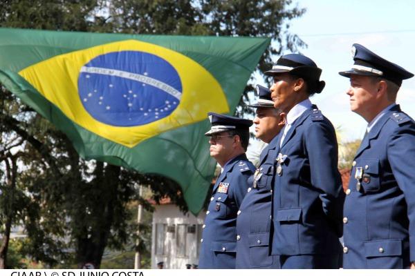A homenagem ao patrono da Aeronáutica foi realizada em 23 cidades brasileiras e 21 países; 613 pessoas receberam medalha