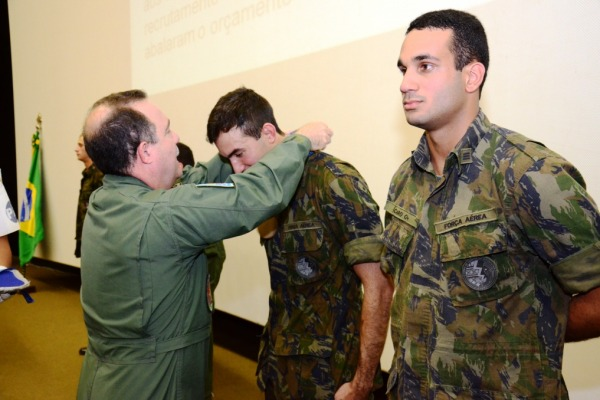 Brig Valadares entrega medalha  AFA