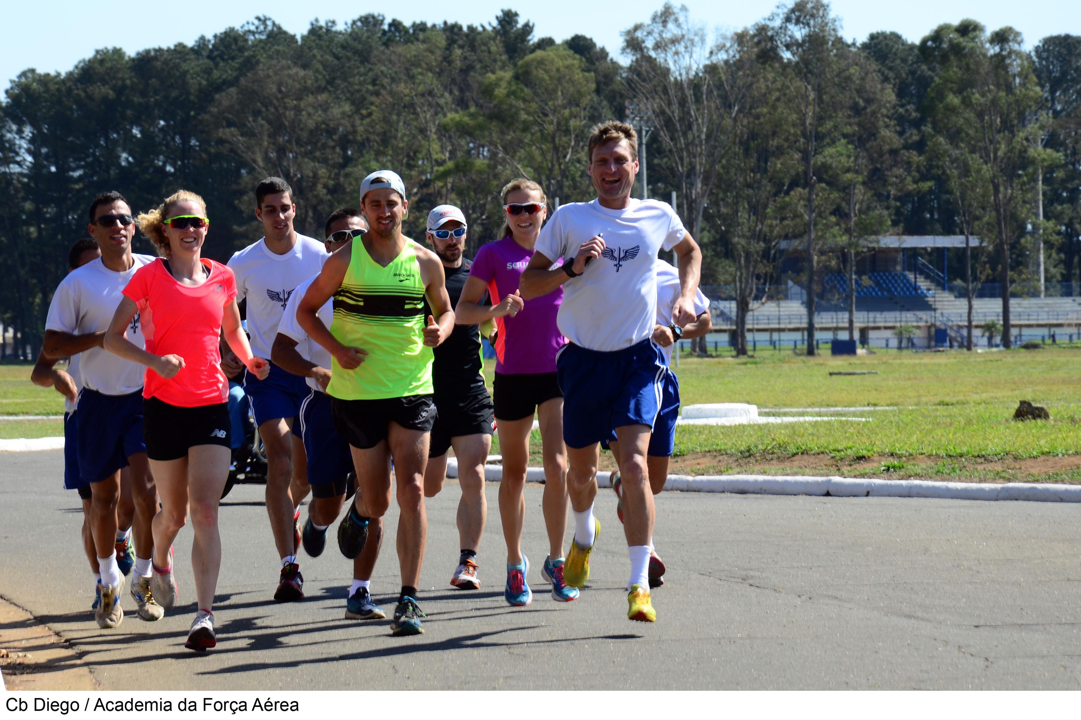 Militares da AFA treinam com atletas britânicos  Cb Diego/AFA