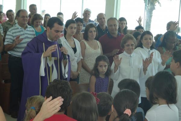 Dedicação e carisma atraem fiéis para capelas militares em todo o País