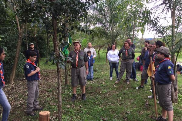 Grupo de 13 jovens participou de instruções sobre cooperação e liderança