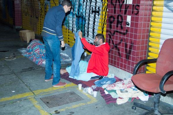Entrega_aos_moradores_de_rua  Centro Social Carisma