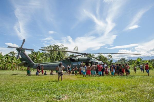 Pouso em aldeia indígena  Cabo Vinícius Santos / Agência Força Aérea