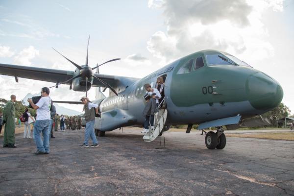 Desembarque em Maturacá  Cabo Vinícius Santos / Agência Força Aérea