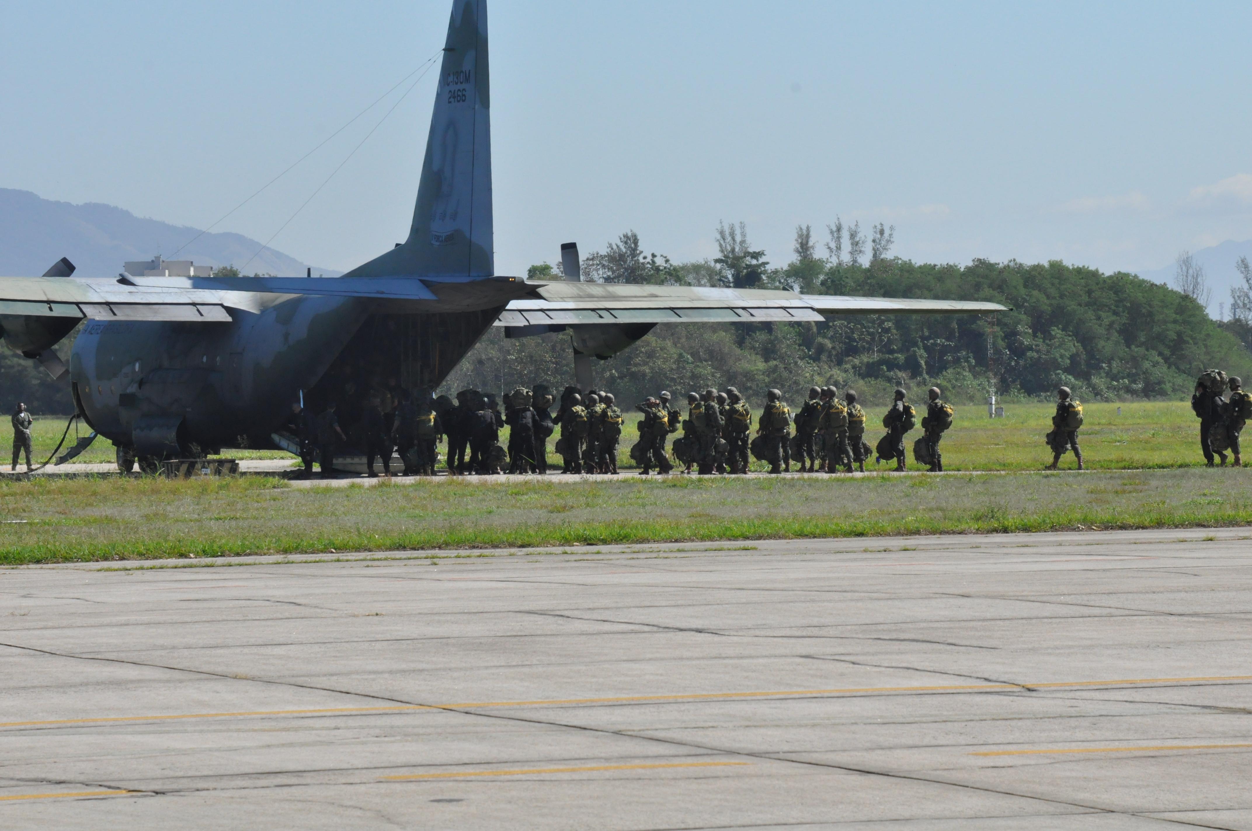 Manobra também faz parte da manutenção operacional de pilotos de transporte da Aeronáutica