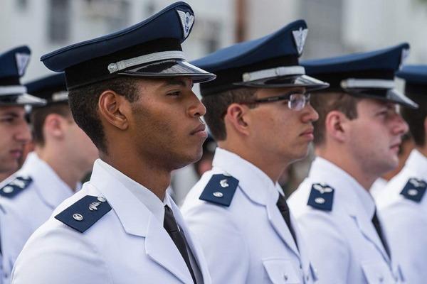Cerca de 790 oficiais formam o grupo que provê apoio ao combate na Força Aérea Brasileira