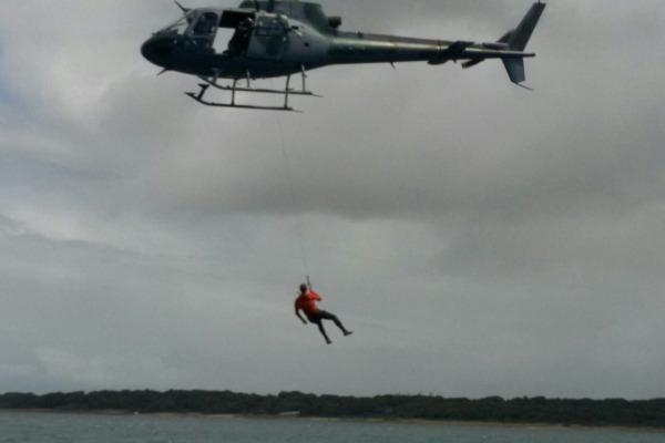 Técnica inglesa faz parte do curso de especialização realizado no Esquadrão Gavião, no Rio Grande do Norte