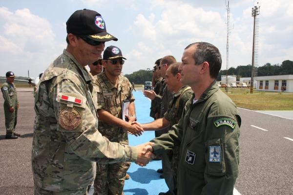 Apresentações de militares da FAB e da FAP  Ten Humberto/Agência Força Aérea