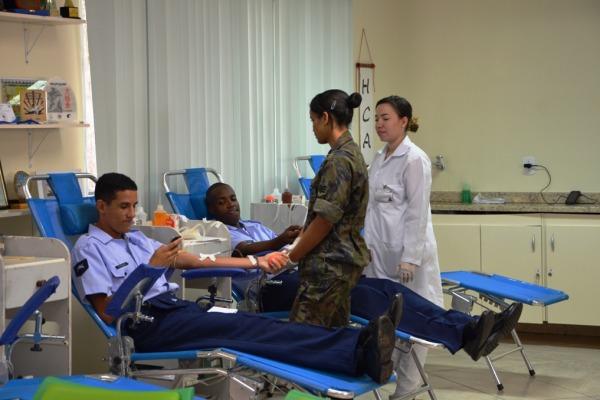 Além de doar sangue, usuários fizeram prevenção do diabetes, colesterol e câncer de boca