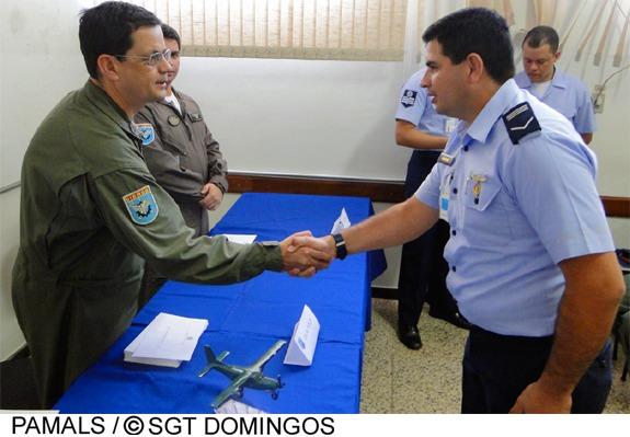 Entre os 35 especialistas, dois militares formados são integrantes da Força Aérea Paraguaia