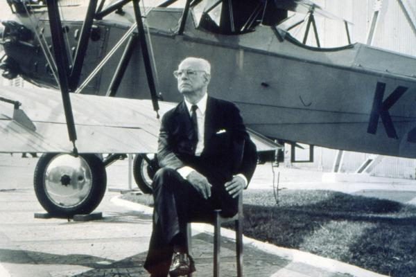 Marechal Eduardo Gomes ajudou a criar o Correio Aéreo Nacional e as primeiras bases aéreas