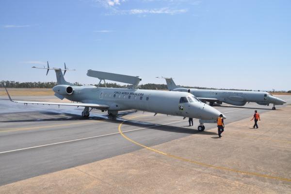 O Guardião (2º/6º GAV) opera as aeronaves E-99 e R-99, auxiliando no combate ao tráfico ilícito e desmatamento