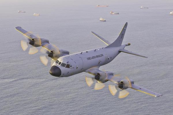 Militares do Esquadrão Orungan vão explorar sensores e capacidades de armamentos da aeronave de patrulha P-3AM