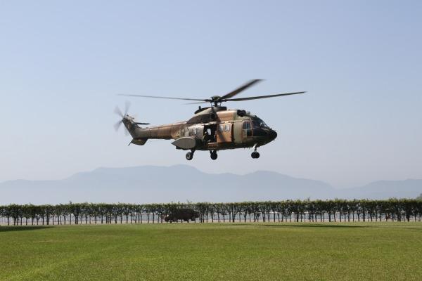 Helicóptero sobrevoa próximo ao complexo de usinas de angra para que os técnicos  Sargento Rocha/ III COMAR