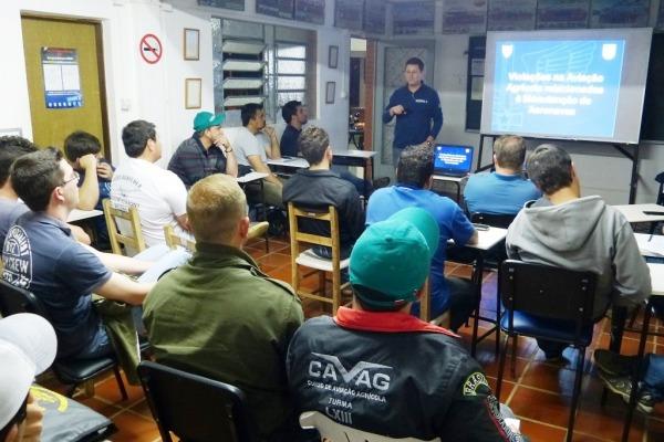 Escolas de aviação visitadas pelo V SERIPA formam cerca de cem profissionais por ano