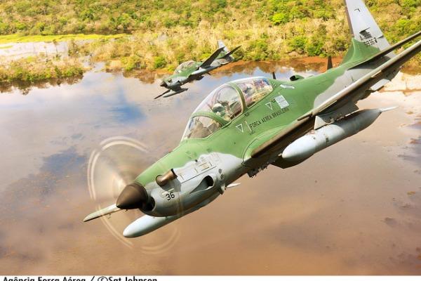 Esquadrões Grifo e Escorpião operam aeronave A-29 Super Tucano