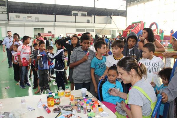 Lançamento reuniu mais de 500 crianças  Soldado Tanaka/IV COMAR