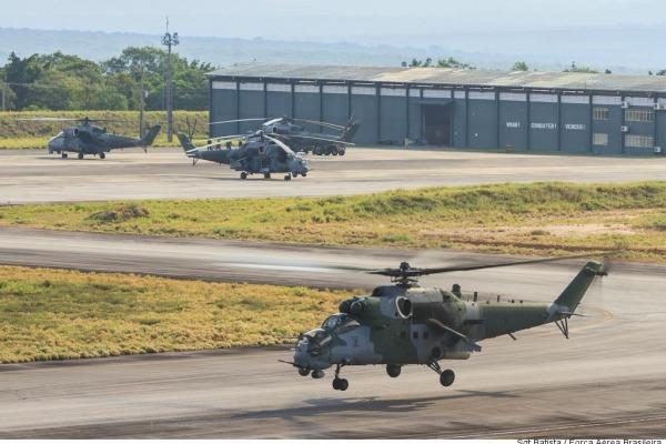 Seis AH-2 Sabre participam do exercício  Sargento Batista/Cecomsaer