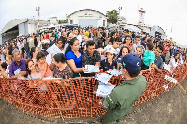 Público teve contato com pilotos da Esquadrilha da Fumaça  Soldado Lucas/DCTA