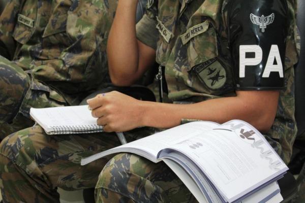 Manifestações violentas, ações de terrorismo e tráfico de drogas são algumas das preocupações das organizações militares da cidade