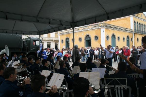 Banda de Música abriu as comemorações do mês da Força Aérea. Floripa Shopping tem exposição até quinta-feira (08/10)