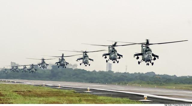 Com a formação, os pilotos estão aptos a comandar um voo conjunto entre 8 e 16 helicópteros
