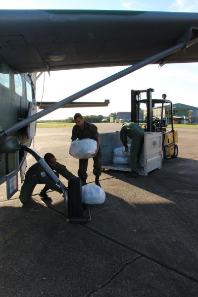 Embarque das doações na Base Aérea de Canoas  Ten Fabiana Cintra @ ACS-5