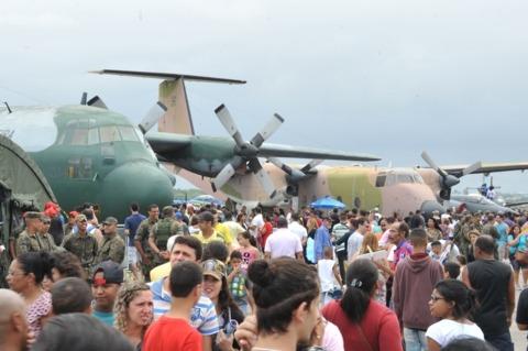 Público teve a oportunidade de conhecer um pouco mais sobre as atividades da Força Aérea Brasileira
