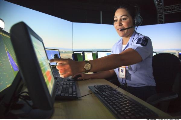 Hoje, 20 de outubro, profissionais civis e militares comemoram o Dia Mundial do Controlador de Tráfego Aéreo