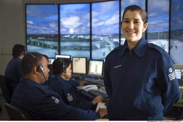 Sargento Priscila Tito em treinamento no ICEA
