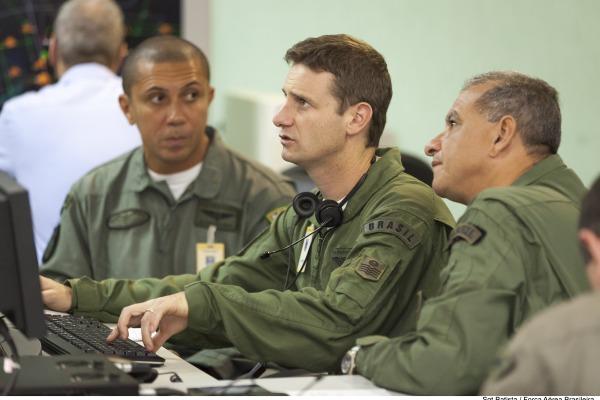 Controladores do Centro de Opera��es Militares