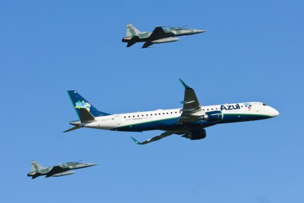 Além dos militares, o Dia do Aviador também homenageia os 16 mil pilotos civis no Brasil