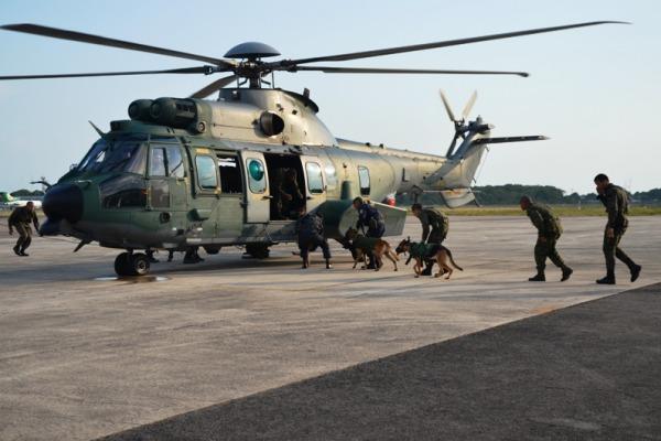 Treinamento para desembarque do helicóptero  S2 Erison (1º/8º GAV)