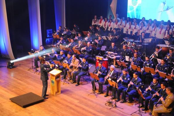 O evento, em comemoração ao Dia do Aviador, contou com a participação de 30 músicos