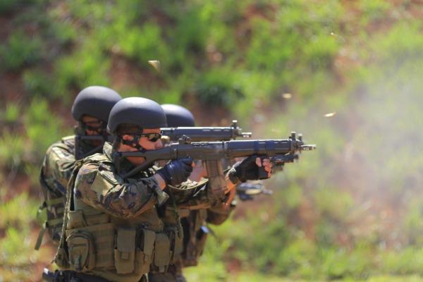 PARA-SAR participa da fase de combate urbano do adestramento para grandes eventos