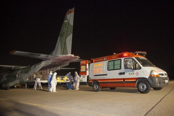 O paciente foi transportado pelo Corpo de Bombeiros para a Fiocruz  Cabo V Santos/ Agência Força Aérea