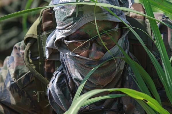 O exercício de busca e salvamento em combate prepara os futuros oficiais da FAB