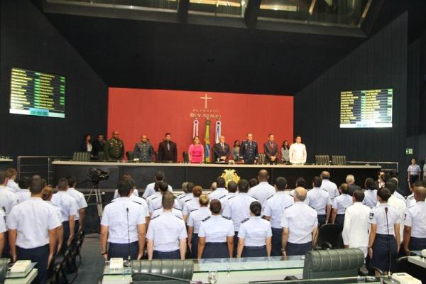 Força Aérea recebe homenagem na ALEAM  Soldado F. Silva