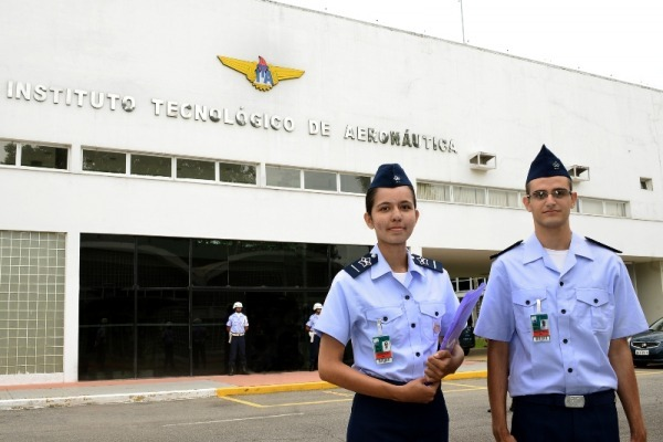 Também cresceu número de optantes pela carreira militar. Engenharia aeronáutica é o curso com maior procura