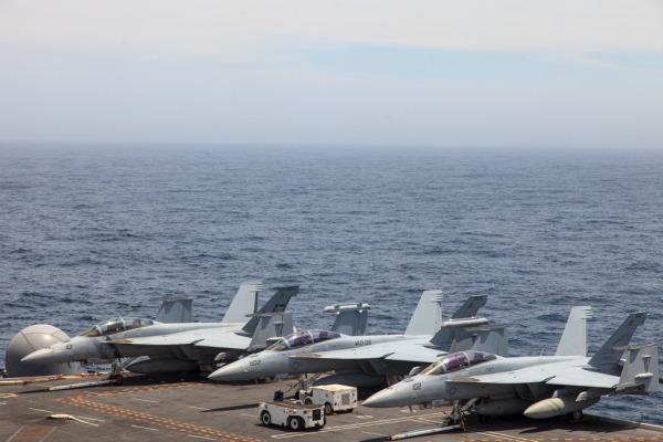 Militares ficarão embarcados no USS George Washington até a próxima segunda-feira (23/11)