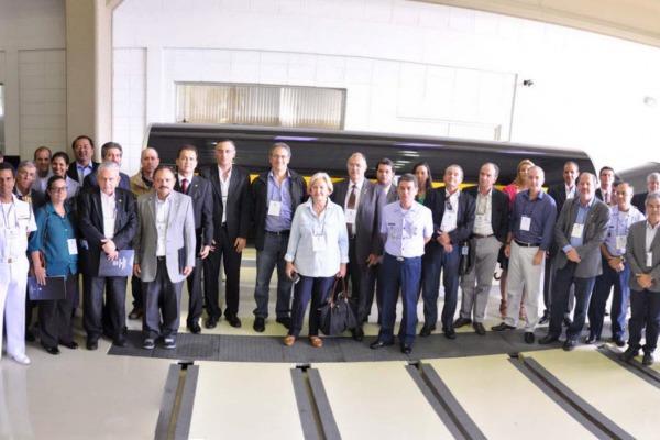 Comitiva visitou laboratórios do Instituto de Aeronáutica e Espaço em São José dos Campos (SP)